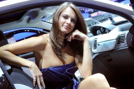 Paris-Motor-Show-hot-Girls