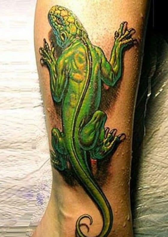 Cool lizard tattoo in 3D on the leg
