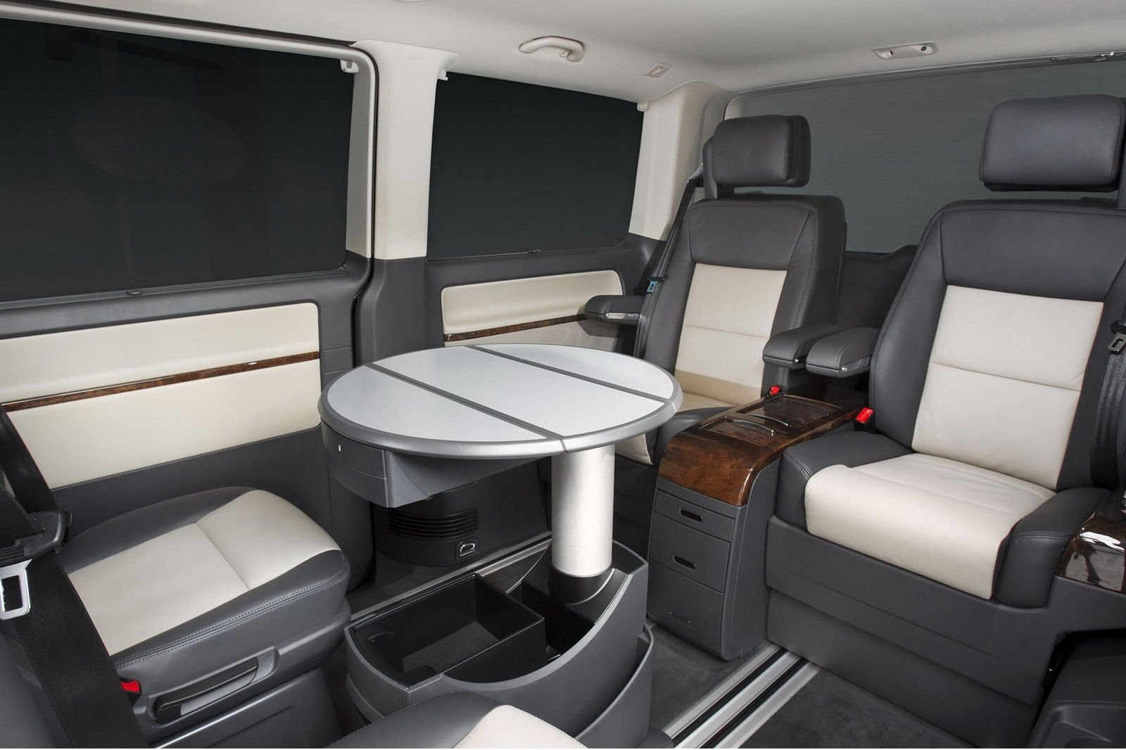 Volkswagen Caravelle Luxurious Business Edition