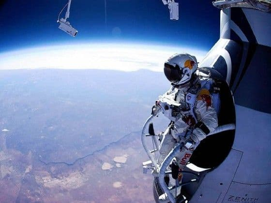 felix baumgartner preparing to jump