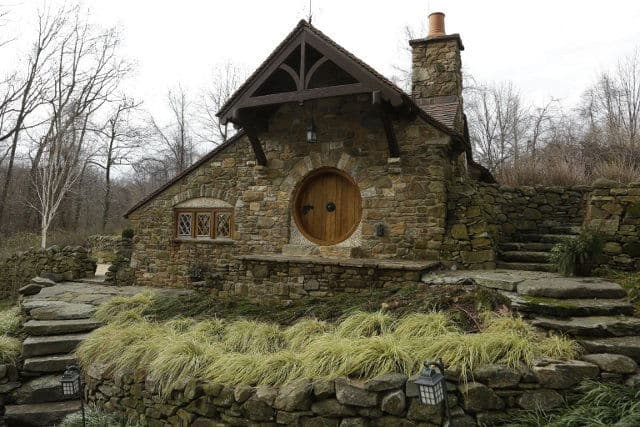 Hobbit-house-Pennsylvania-1