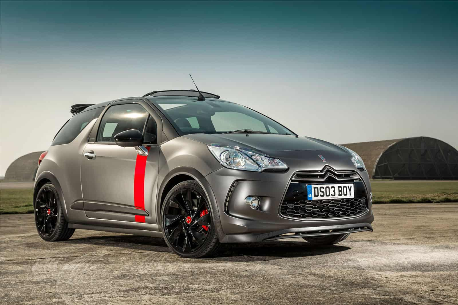 citroen ds3 cabrio racing will burn a hole in your wallet. Black Bedroom Furniture Sets. Home Design Ideas