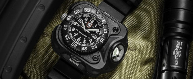 Luminox_SureFire_2211_WristLight_Watch_1