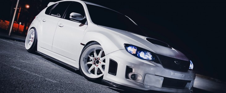 white-custom-rims