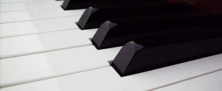 piano-keys-black-white